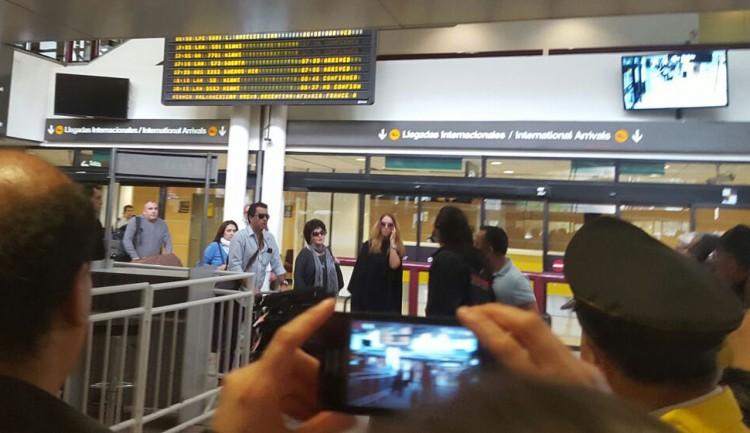 Lucero llega a Chile