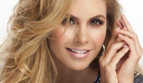 Lucero Enamorada con Banda a 99 en Mixup