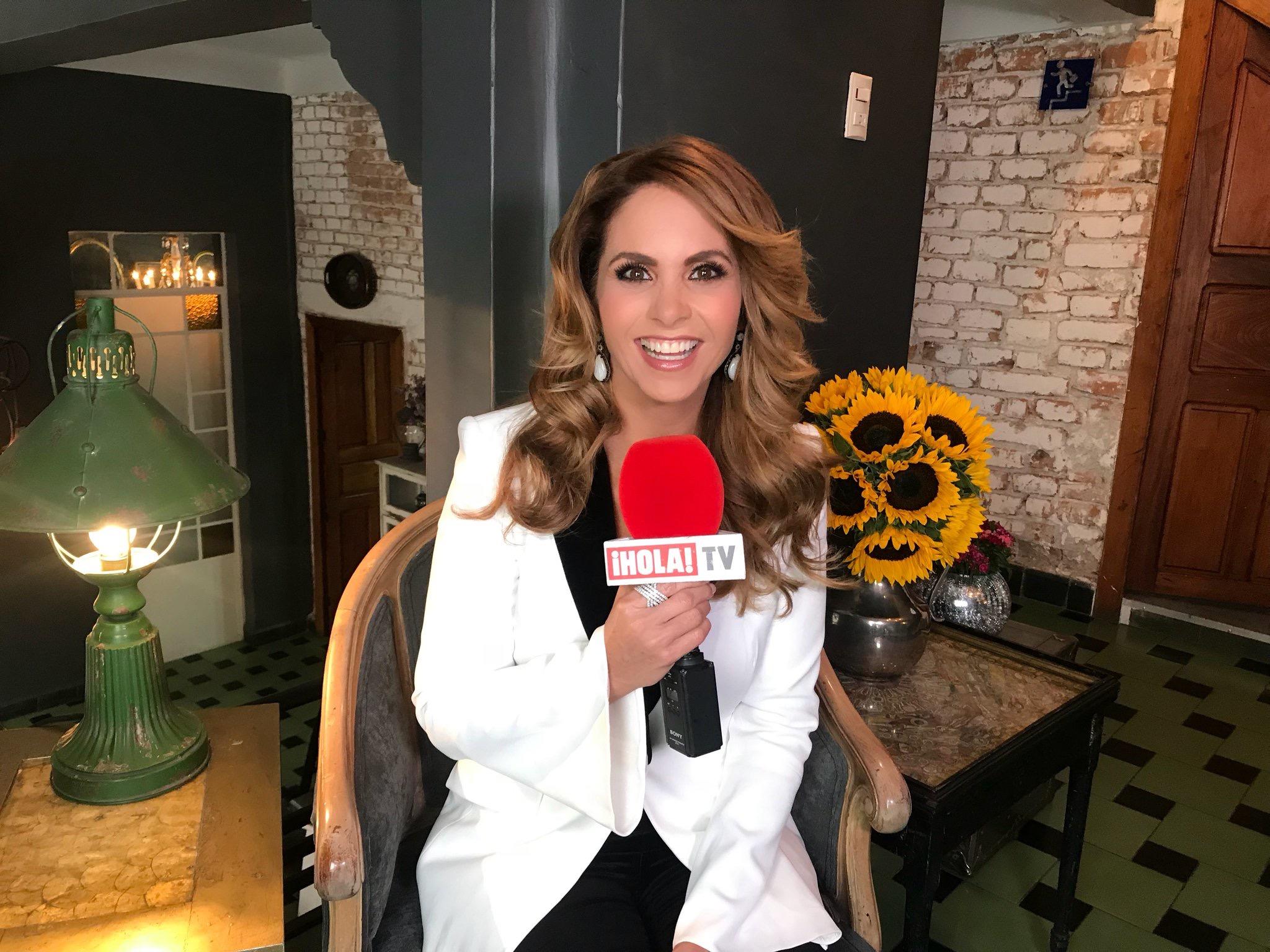 Lucero en Hola TV 2018