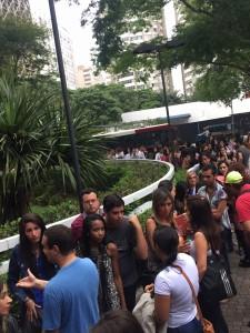 lucero-convive-con-fans-brasil-0018