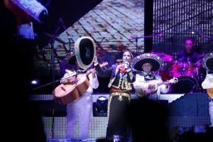 Lucero en Culiacán Sinaloa dando show con mariachi y banda