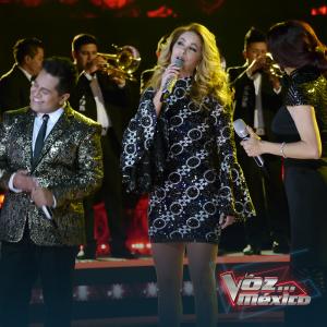 Lucero en La Voz México 2017 cantando Si Quieres Verme Llorar de su disco Enamorada con Banda