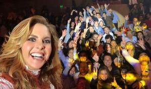 Lucero graba Más Enamorada Con Banda